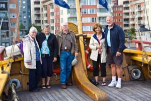 USA vänner på visit ombord Ostindiekompaniets skepp Göteborg