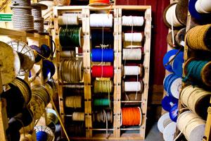 Ett rikt sortiment utav olika sorter, från snöre till rep.