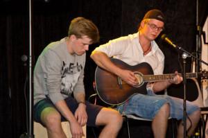 Robin Bodefjord  och trummisen i Caveman Meets Fire