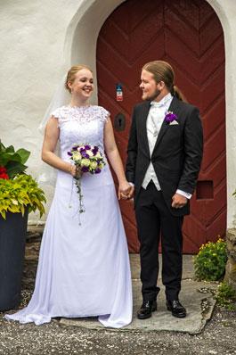 Brudparet vid kyrkporten